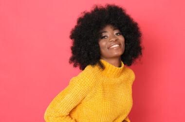 Como acabar com o ressecamento dos cabelos crespos